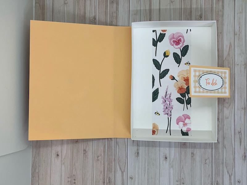 Stilvolle-Stiefmütterchen_Verpackung_Buch_Papaya