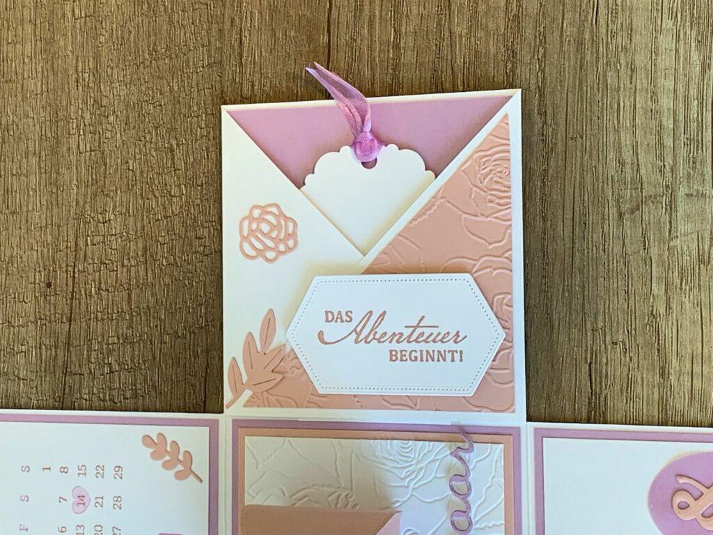 Explosionsbox_Hochzeit_Fressienlila-Kirschblüte_Einstecklaschen